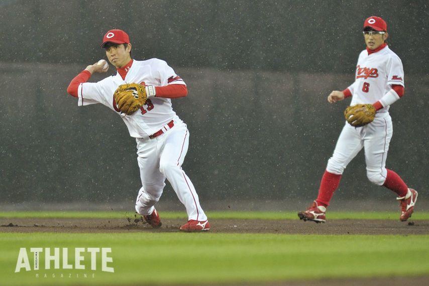 "<div class=""caption"">堂林選手が一軍デビューした2012年にショートを守っていた梵氏。プロ野球選手としての""雰囲気""、スター性は当時から感じるものがあったという。</div>"