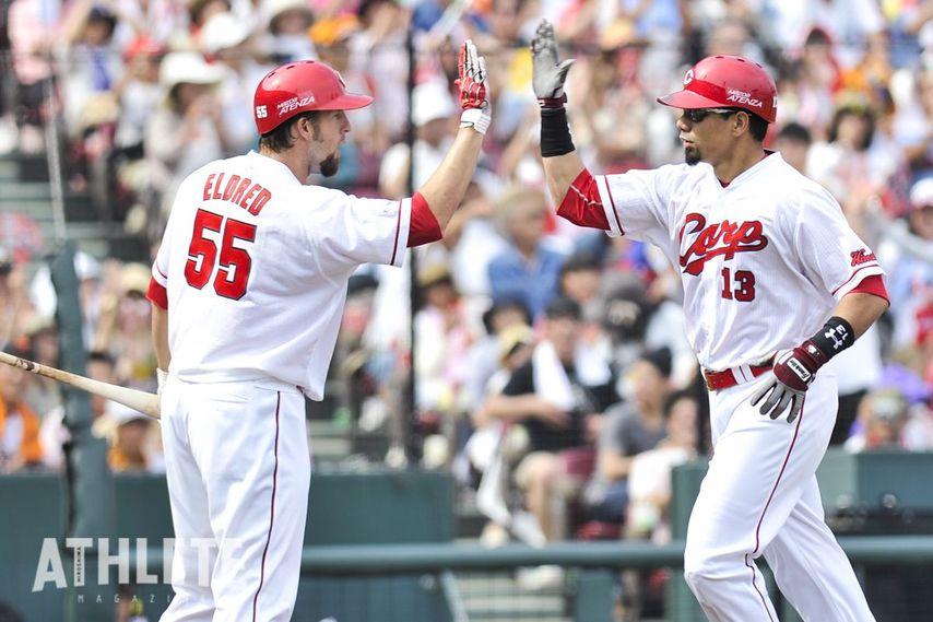 """<div class=""""caption"""">2013年途中に来日し、14本塁打を記録。球団初のクライマックス・シリーズ進出に大きく貢献したキラ選手(写真右)。</div>"""