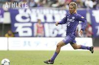 """<div class=""""caption"""">リーグ初優勝に貢献した髙萩洋次郎。広島ユース時代から将来を嘱望され、クラブ史上初のプロの高校生Jリーガーとなった。2014年までサンフレッチェでプレーし、現在はFC東京に所属。</div>"""