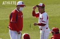 """<div class=""""caption"""">昨年一軍デビューを飾った羽月隆太郎選手。飛躍の3年目に向け、一軍キャンプで鍛錬を重ねている。</div>"""