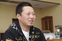 """<div class=""""caption"""">プロ2年目のオフにインタビューに応じる、当時24歳の松山竜平選手。</div>"""