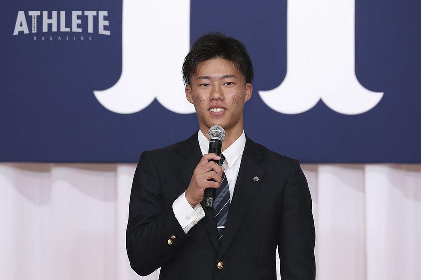 """<div class=""""caption"""">育成ドラフト1位でカープに入団した磐田東高・二俣翔一選手。強肩を生かした安定したスローイングが魅力。捕手でのトリプルスリーを目指す。</div>"""