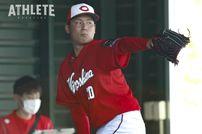 """<div class=""""caption"""">即戦力右腕としてドラフト1位指名された栗林良吏投手。キャンプ中も好投を披露した。</div>"""