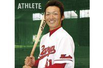 """<div class=""""caption"""">プロ1年目。野手転向直後ながら、ウエスタン・リーグ開幕戦から9番サードでスタメン出場を果たした鈴木誠也選手。</div>"""