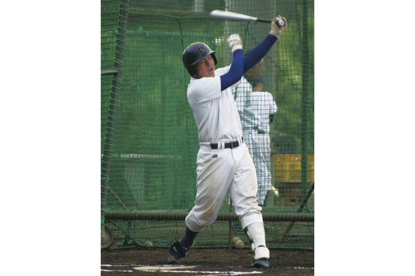 """<div class=""""caption"""">写真は水戸短大付属高時代の會澤。高校時代は1年夏からベンチ入りを果たし、2年時には捕手のレギュラーとなった。パンチ力ある打撃で高校通算35本塁打をマークしている。</div>"""