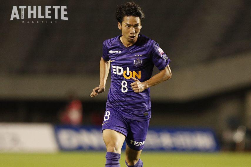 """<div class=""""caption"""">伝統の『8』を引き継いだ広島ユース出身の川辺駿。今やチームの中心選手として欠かせぬ存在となった。</div>"""