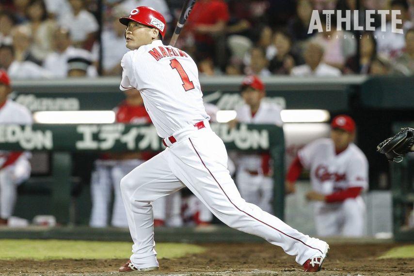 """<div class=""""caption"""">両足に爆弾を抱えながらも、2007年に2000安打を達成した前田智徳氏。</div>"""