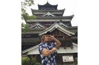 "<div class=""caption"">1982年6月22日生、東京都出身/180㎝・102kg/新日本プロレス所属。市民球場で写真を撮りまくった内藤選手だが、当時の携帯電話での撮影だったため画質が……(笑)。というわけで今回は旧市民球場近くにある広島城での写真をお届け!</div>"
