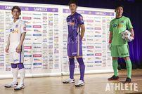 "<div class=""caption"">伝統の広島バイオレットを今季も引き続き採用したサンフレッチェの新ユニホーム。</div>"
