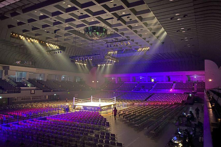 """<div class=""""caption"""">4月26日に新日本プロレスが大会を開催する広島サンプラザホールの内観。</div>"""